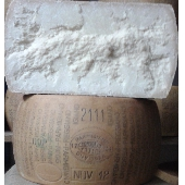 Parmigiano Reggiano  than 36 months  Cheese Factory Villa Righi - Maturer Emilio Brullo