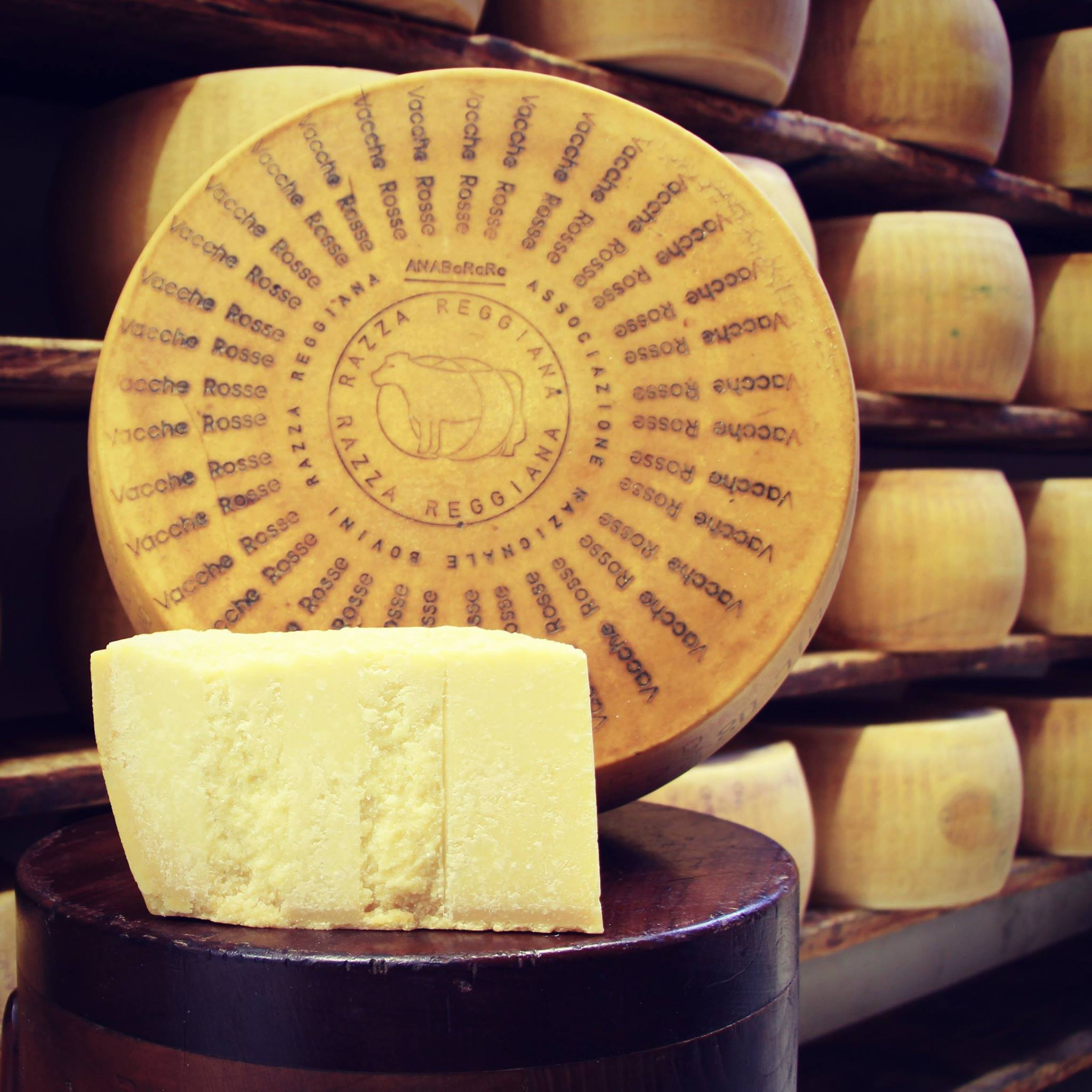 Parmigiano Reggiano Vacche Rosse(milk from the red cows) -  24/30 mesi 0,50 / 0,55 Kg.